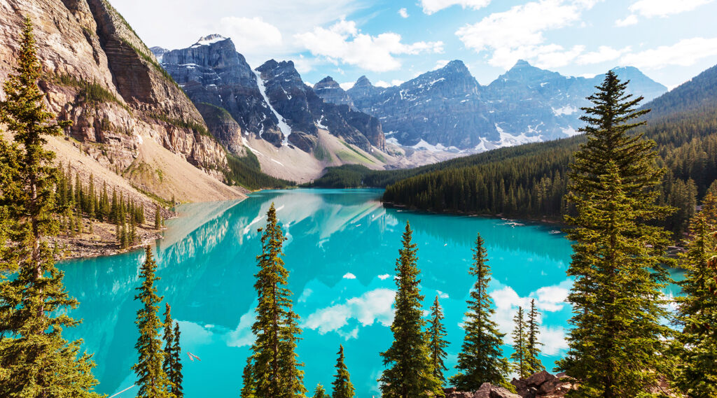 Nice perspective on the turquoise colour of Moraine Lake
